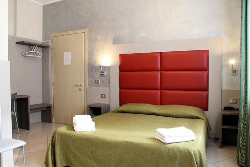 Scegli di non rinunciare a nulla con gli hotel 2 stelle di Riccione: convenienti soggiorni in alberghi economici di Riccione a due passi dal mare.