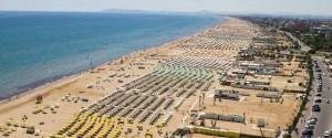 La-spiaggia-di-Rimini-dallalto