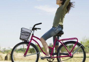 A Riccione 'Donne in Bici', la pedalata rosa: inno alla femminilità condivisa