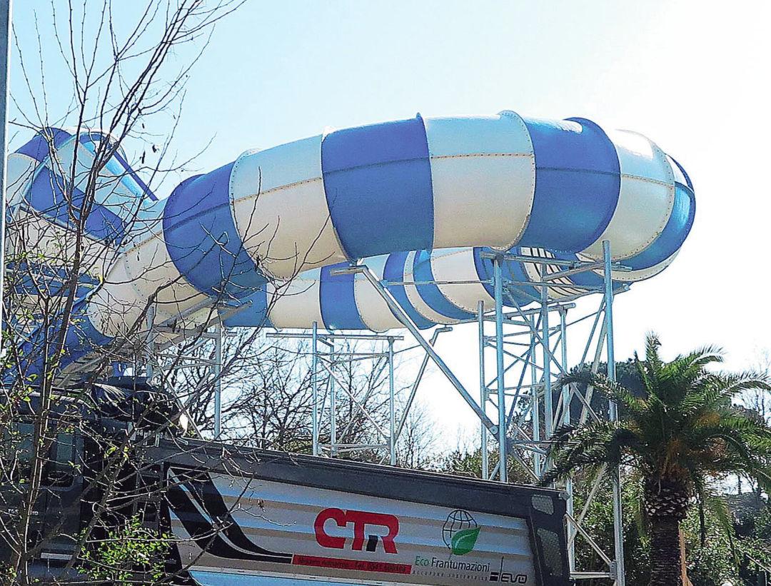 Riccione, lavori in corso per il nuovo scivolo «Il più grande dell'Aquafan»