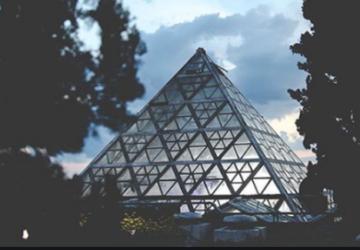 Riccione. La piramide del Cocco torna a illuminarsi