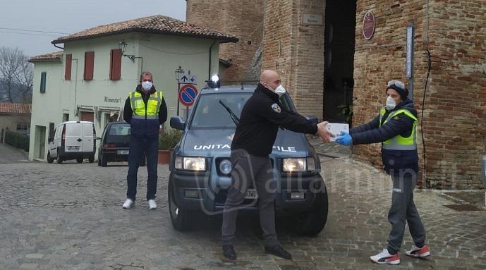 Famiglia di Montefiore dona bottiglie di gel igenizzante ai cittadini