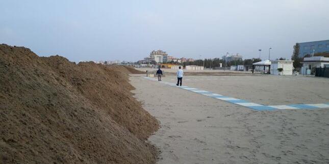 Sorgono le dune lungo le spiagge riminesi per proteggere l'arenile